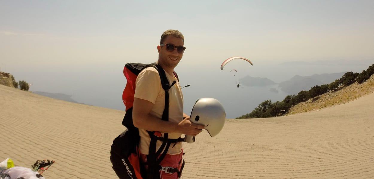 Serkan Toprak beim Paragliding in Fetihe
